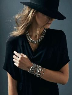 How to Chic: FELT HAT AND CHAIN NECKLACE