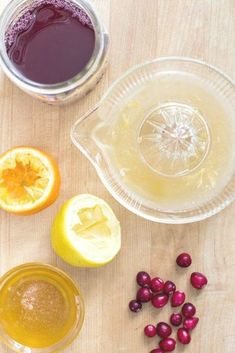 Cleansing Cranberry Lemon Juice Drink. An all-natural and fresh drink that's easy to make. Cleanses the kidneys and reduces water retention. #cranberrydrink #cleansingdrink #cleanse Healthy Eating Tips, Healthy Foods To Eat, Healthy Recipes, Healthy Life, Healthy Living, Clean Eating, Lemon Juice Cleanse, Water Retention Remedies, Green Coffee Extract