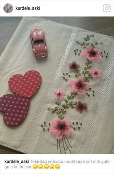 Niñas Silk Ribbon Embroidery, Embroidery Stitches, Coin Purse, Beads, Sewing, Floral, Flowers, Crafts, Ribbon Flower