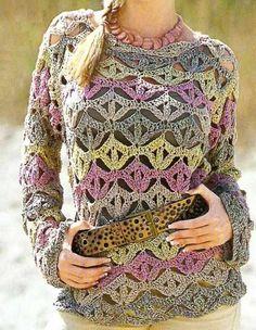Blusa em crochet com motivos de trevo