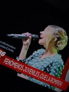 "<<@TiniStoessel Saliste en la TV Chilena!! ""Martina Stoessel la rompe como solista!"">>"