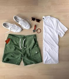 One great thing about men's fashion is that while most trends come and go, men's wear remains stylish and classy. However, for you to remain stylish, there are men's fashion tips you need to observe. Casual Outfits, Men Casual, Fashion Outfits, Casual Shoes, Maillot Lakers, Mode Instagram, Mode Man, Moda Blog, Herren Outfit