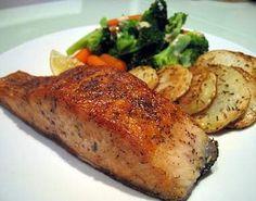 Tavada Somon Balığı Tarifi – Tavuk tarifleri – Las recetas más prácticas y fáciles Turkish Recipes, Italian Recipes, Al Forno Recipe, Fish Recipes, Healthy Recipes, Healthy Food, Salmon Potato, Pan Fried Salmon, Dubai Food