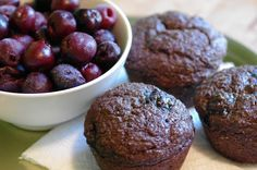 Chocolate Cherry Bran Muffins My Substitutes: stevia for sugar, almond syrup for extracts, chia for flax Blueberry Bran Muffins, Cherry Muffins, Chocolate Cherry, Vegan Chocolate, Vegan Blogs, Vegan Baking, Vegan Desserts, Stevia, Almond