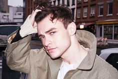 High Fidelity& Thomas Doherty chats about falling in love with Brooklyn, playing the romantic lead, and the perks of playing a musician on TV. Thomas Doherty, Celebrity Crush, Celebrity News, Cute Celebrities, Celebs, Dove And Thomas, Brooklyn, Celebrity Workout, Perfect Boyfriend