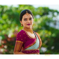 Check out this brand for the latest bridal silk saree blouse designs for weddings and festivals. Blouse Back Neck Designs, Simple Blouse Designs, Silk Saree Blouse Designs, Blouse For Silk Saree, Sari Design, Bridal Silk Saree, Silk Sarees, Indian Sarees, Seda Sari