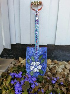 My mosaicprojects, class mosaic and old shovel in my carden