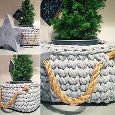 #jodlove crochet basket- perfect for a tiny  christmas tree #crochetbasket #kottoon #tshirtyarn #livingcrochet #crochetaddict #tyarn #trapillo #tshirtyarnbasket #szydełko #häkeln #uncinetto #gancillo #rękodzieło #thepolishcollective #christmasdecor