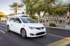 Waymo: Los taxis sin conductor de Google empiezan a dar servicio en Arizona   Después de casi una década de investigación el proyecto de coches autónomos de Google está cerca de convertirse en un servicio real. Waymo la empresa de coches sin conductor del conglomerado Aphabet Inc.    Conocida ahora como Waymo la unidad de conducción autónoma de Alphabet matriz de Google ha comenzado a ofrecer en Phoenix (Arizona EEUU) un servicio de transporte con sus 'taxis' sin conductor por el momento…