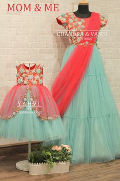 Mom Daughter Matching Outfits, Mommy Daughter Dresses, Mother Daughter Fashion, Baby Girl Dresses Diy, Baby Girl Frocks, Frocks For Girls, Girls Dresses, Party Wear Indian Dresses, Indian Fashion Dresses