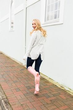 The Cutest Rain Boots to Wear this Spring Strawberry Chic Pink Hunter Rain Boots, Cute Rain Boots, Wellies Rain Boots, Dark Blue Denim Jeans, Hunter Outfit, Rainy Day Fashion, Pretty Babe, Hot Outfits, Strawberry