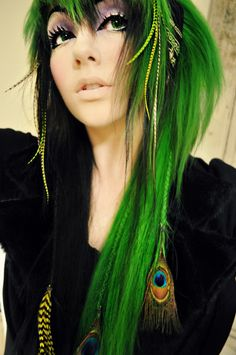 Some people can pull off green hair quiet nicely and with the hair accessories, it looks even better!