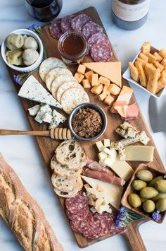 Savory Three Cheese Crackers + A Cheese Board Primer - superman cooks Plateau Charcuterie, Charcuterie And Cheese Board, Cheese Boards, Meat And Cheese, Wine Cheese, Cheese And Crackers, Cheese Platters, Food Platters, Snacks Für Party