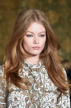 Mosso naturale con riga in mezzo da Tory  New York Fashion Week Autunno Inverno 2015-2016: tutte le tendenze beauty dalla Grande Mela   Burch