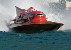 Rennboot Arno XI: So sieht es aus, wenn sich ein Holzboot mit mehr als 600 PS...