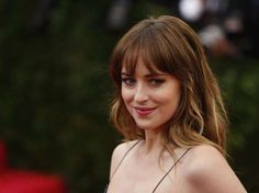 Find images and videos about fifty shades of grey, dakota johnson and anastasia steele on We Heart It - the app to get lost in what you love. Chris Martin, Diane Kruger, Dakota Johnson Height, Carrie Bradshaw, Olivia Palermo, Kristen Stewart, Gossip Girl, Victoria Beckham, Anastasia