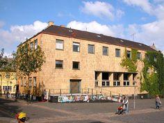 Aalborg , filial af Danmarks Nationalbank i (1940-43), senere Tinghus og designskole. Fra 2015 Folkekirkens Hus.