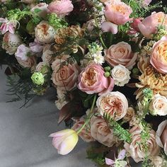 Sometimes you are just too beautiful to mingle in with the crowd and you have to stand out a bit. Just like this gorgeous tulip who decided it was time to leave its stunning colleagues including David Austin roses Stock Viburnum & Green Bell. Image taken @chapeldesigners London Conference