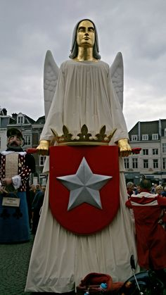 reuzen-ingel-mestreech - Giant parade - giants - reuzenstaoet - Mtricht.com #Mtricht