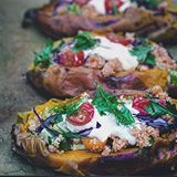 Sweet Potato Kumpir is now #ontheblog Sweet potatoes stuffed with Turkish bulgur salad aka kišir, red cabbage, garlicy yoghurt and fresh herbs. If you haven't seen my last post, i am celebrating 36k, if you want to join my party, read one post back ❤️Lots of love to all of you my friends xx Sassi ❤️