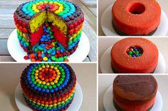 La recette est plus simple qu'on ne le pense ! Ce dont vous aurez besoin : – 3 gâteaux de 3 couleurs différentes – Du chocolat fondu – Des smarties ou M&Ms Comment ça marche ? 1. Empilez deux de vos gâteaux et creusez un trou au centre si vous n'aviez pas de moule approprié. … Sweet Cakes, Cute Cakes, Fondant Cakes, Cupcake Cakes, Smarties Cake, Pinata Cake, Candy Cakes, Halloween Desserts, Novelty Cakes