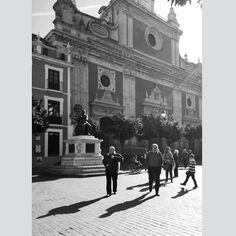 El paseo  #elsalvador #igers #igerssevilla #igersspain #igersandalucia #instagramers #sevillahoy #svq #sevilla #ok_sevilla #estaes_sevilla #loves_sevilla #ig_sevilla #blackandwhite #blancoynegro #bnw #bnw_captures #bnw_life #streetphotography_bw