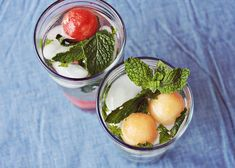 White wine spritzer w/ mint simple syrup, lazy white wine spritzer Wine Spritzer Recipe, White Wine Spritzer, Mint Simple Syrup, Liz Lemon, Eat Happy, Wine And Beer, Beautiful Mess, Food Plating, Yummy Drinks