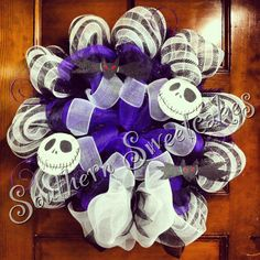 Jack Skellington wreath that you can use on 2015 Halloween - nightmare before Christmas wreath Halloween Fashion, Halloween 2015, Disney Halloween, Halloween Crafts, Halloween Decorations, Halloween Wreaths, Halloween Ideas, Christmas Themes, Christmas Wreaths
