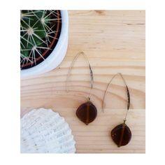 ▲ CAROLE ▲ Boucles d'oreilles, pendentif composé d'une perle en verre couleur marron ! : Boucles d'oreille par elora