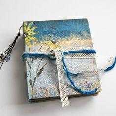 Daisy flower, Blank sketchbook, one of a kind book, artist book, white notebook, Watercolour Sketchbook. 15x13 cm de SevenMemoriesBookArt en Etsy
