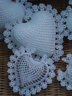 67 Ideas Crochet Heart Stitch Pattern Valentines For 2019 Crochet Motifs, Crochet Flower Patterns, Thread Crochet, Crochet Doilies, Crochet Flowers, Crochet Stitches, Crochet Hearts, Beau Crochet, Crochet Home