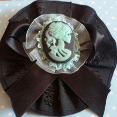 Spilla e molletta per capelli realizzata a mano in stile rockabilly horror dark gothic zombie splatter halloween vittoriano pin up