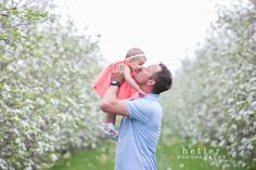 Michigan Family Photography // Spring Family photography in an apple orchard with lots of blooms // Hetler Photography LLC