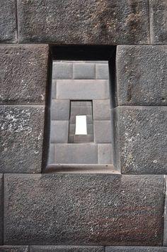 The stunning Walls of the Sacsayhuaman – Ancient UFO De prachtige muren van de Sacsayhuaman – Oude UFO Ancient Mysteries, Ancient Ruins, Ancient Artifacts, Ancient History, Masonry Work, Stone Masonry, Ancient Buildings, Ancient Architecture, Ancient Discoveries