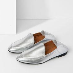 5dbdc5099d3 Handgjorda loafers med mandelformad tå tillverkade i Spanien, överdel i  nappaskinn, innersula i läder