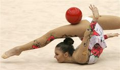 I was in gymnastics when I was younger... but NEVER could I do this! *wow*
