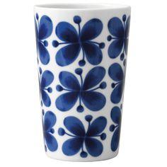 Marianne Westman's 'Mon Amie' design is one of the best-loved Scandinavian porcelain patterns of the century. White Labrador, Tumbler Designs, Flower Tea, Marimekko, Mid Century Design, Joss And Main, Design Crafts, Timeless Design, Scandinavian Design
