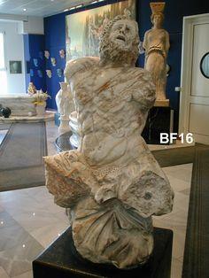 Busto in marmo - http://achillegrassi.dev.telemar.net/project/busto-marmo-8/ - Bustodi NettunoinMarmo bianco Carrara Nuvolatolucido  Dimensioni:  145cm (H)