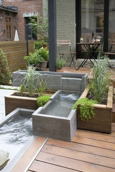 22 Unique DIY Fountain Ideas to Spruce Up Your Backyard - Water feature for the small garden garden - Modern Fountain, Diy Fountain, Small Gardens, Outdoor Gardens, Roof Gardens, Dream Garden, Home And Garden, Oberirdische Pools, Backyard Water Feature