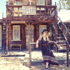 Au pays des cowboys #pioneertown #joshuatree #californie #california #californialove #cowboys #americandream #roadtrip #roadtrippin #usa #usaroadtrip #boho #boheme #asos #gypsy #bohostyle #bohogirl #desert #summer #hollydays #mode #style #look #converse #blondgirl  #backtothestates #ranch