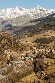 El poble de Ribes vist des de la carretera de Bruguera