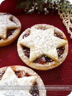 Catalina Bakes Mince Pies,catalina bakes mince pies mince pies are typical christmas pastries in great britain and its former colonies. a mince pie or Holiday Pies, Holiday Baking, Holiday Recipes, Christmas Recipes, Xmas Food, Christmas Cooking, Sweet Pie, Sweet Tarts, Fruit Mince Pies
