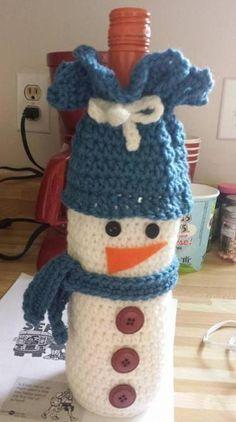 Wine Bottle Cozies by Lilyandgoodies on Etsy Crochet Snowman, Crochet Cozy, Christmas Crochet Patterns, Crochet Ornaments, Holiday Crochet, Crochet Gifts, Wine Bottle Gift, Wine Bottle Crafts, Wine Bottle Covers