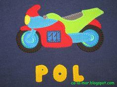 Camiseta con moto de carreras en patchwork