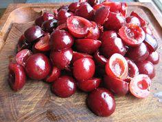 Mads Madglad: Kirsebærlikør Cherry, Fruit, Vegetables, Food, Juice, Veggie Food, Vegetable Recipes, Meals, Veggies