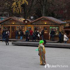 #christkindlmarkt  . . . . . . . . . #weihnachten #weihnachtsmarkt #volksgarten #clown #wtf #echt #upperaustria #igersaustria #igerslinz #linz #linzer #hui #potd #fromwhereistand #brauchtum #christmas #advent #illegal #mentality #happylife #thisislinz #visitlinz #lebensstadtlinz #uppermoments #noselfie #work