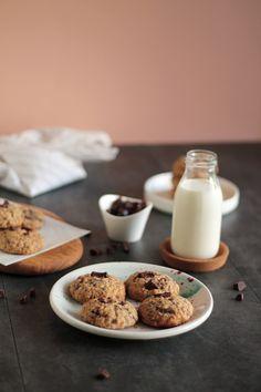 Μπισκότα βρώμης με κομμάτια σοκολάτας   The one with all the tastes Chocolate Cookies, The One, Glass Of Milk, Healthy Snacks, Recipes, Food, House, Health Snacks, Healthy Snack Foods