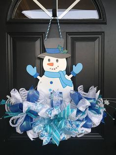 What better way to decorate your home this holiday season than with a cute Snowman wreath/door hanger. This wreath/door hanger will make a great start or addition to your Christmas décor. It would also make a wonderful birthday, thank you or housewarming gift. This wreath/door hanger