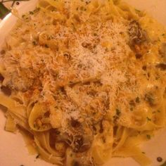 Dinner earlier with my girls tonight, Never ending pasta bowl! The roasted mushroom & garlic fettuccine Alfredo was freaking awesome!