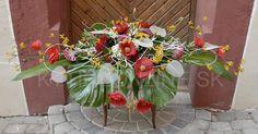 Dnes sme vyrobili kyticu, špeciálne pre biznis konferenciu, pre klienta podľa požiadaviek. V kytici sú živé kvety aj doplnková zeleň, až na červené kvety vlčieho maku, tie sú hodvábne. Čo na to poviete?:-) www.kyticeonline.sk